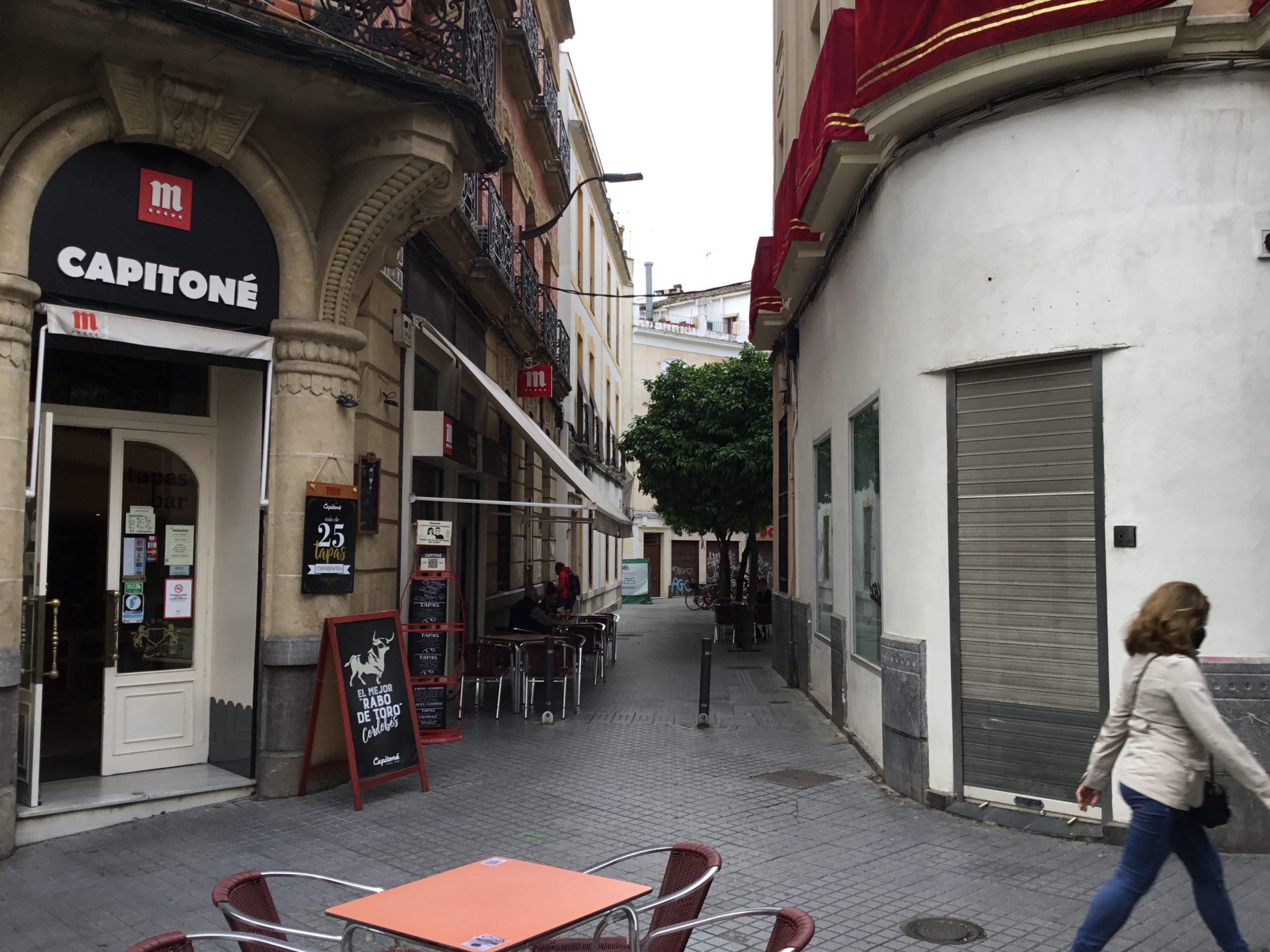 Tuerce a la Izquierda calle Garcia Lovera